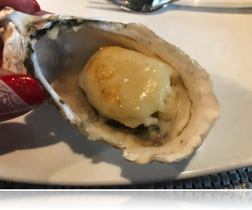 Le Corto アラカルト、フランス産の焼き牡蠣チーズ載せ