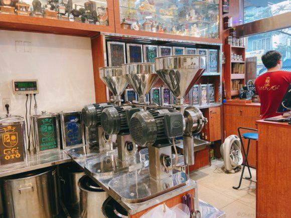 Cafe Mai グラインダーと多種類の豆