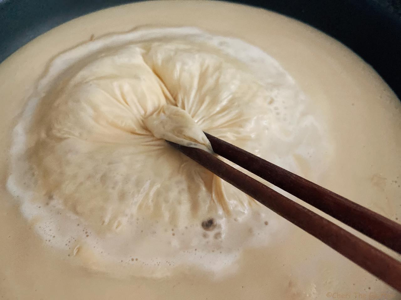 豆乳を熱したら固まる表面