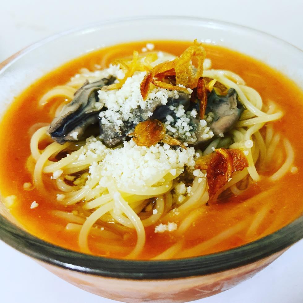 トマトスープでいただくパスタ