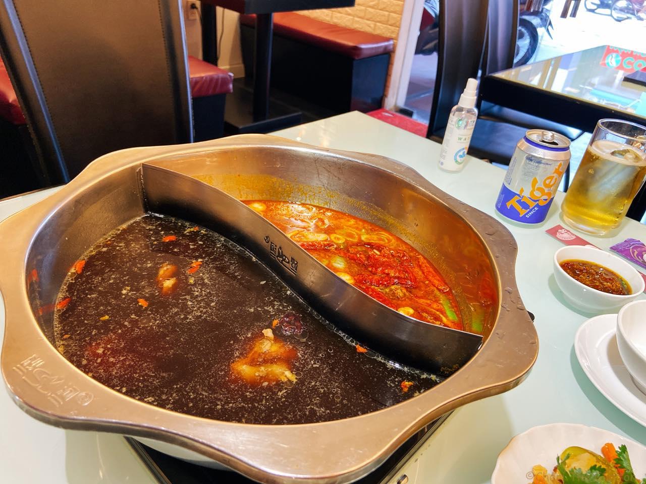 2種類の火鍋のスープ